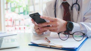 WhatsApp na atividade médica: vilão ou aliado?