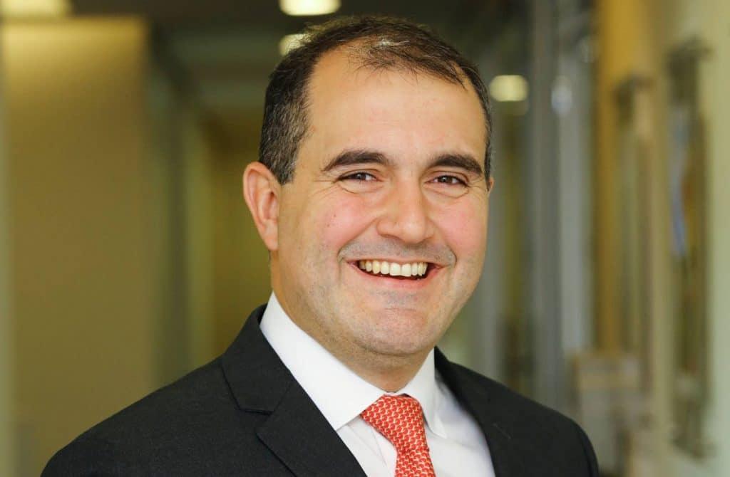 Caio Arnaes, Robert Half